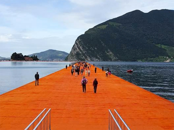 christo floating piers photos